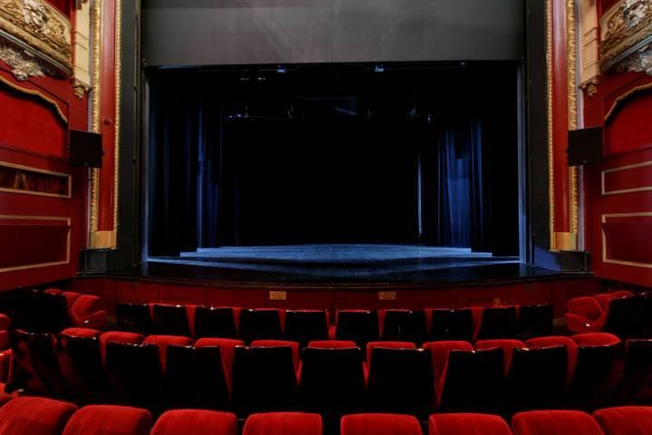 Th tre armand salon de provence 13 for Hotel du theatre salon de provence