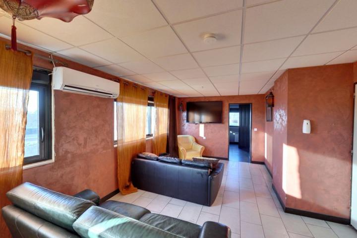 cassandre saint ouen l 39 aum ne 95. Black Bedroom Furniture Sets. Home Design Ideas