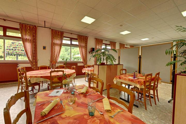h tel restaurant la grenouill re vitr 35. Black Bedroom Furniture Sets. Home Design Ideas